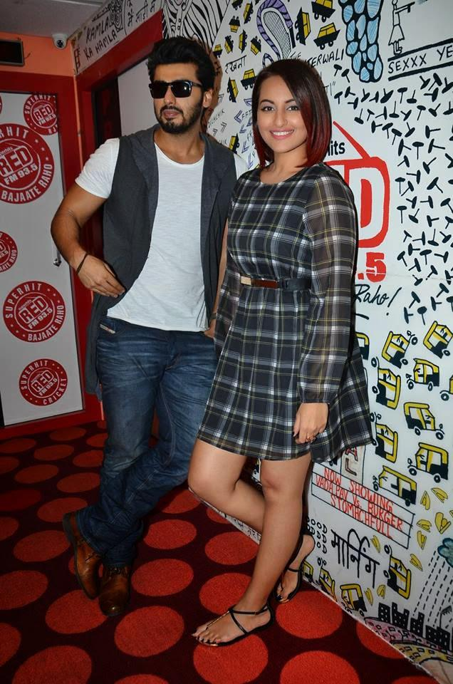 Sonakshi And Arjun Makes A Sizzling Chemestry At Promotion Tevar At Red FM