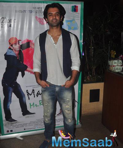 Barun Sobti Stylish Pose During Main Aur Mr. Riight Movie Bash