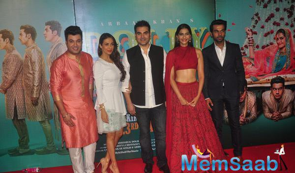 Varun,Malaika With Hubby Arbaaz,Sonam And Rajkummar Clicked During The Trailer Launch Of Dolly Ki Doli