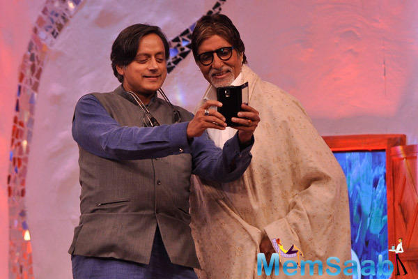 Amithab Takes A Selfie With Congress Leader Shashi During NDTV SBA Mission