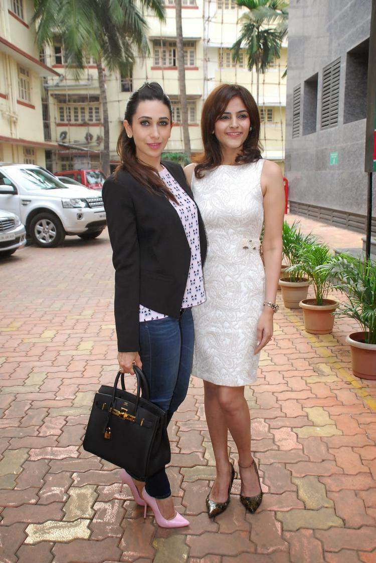 Karisma Kapoor Strike A Pose For Shutterbug At The Book Launch Of The Way Ahead