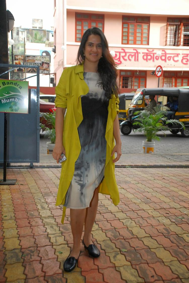 Sona Mohapatra Spotted At The Launch Of Tamanna C Debut Book The Way Ahead