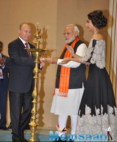 Sonam Kapoor Shared The Stage With Russian President Vladimir Putin And Indian PM Naredra Modi While Lighting The Candle Ceremony