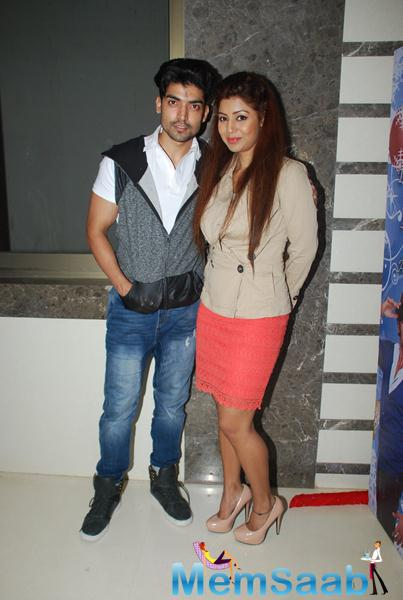 Gurmeet Choudhary Posed With Wife Debina Bonnerjee During Karanveer Bohra House Warming Party