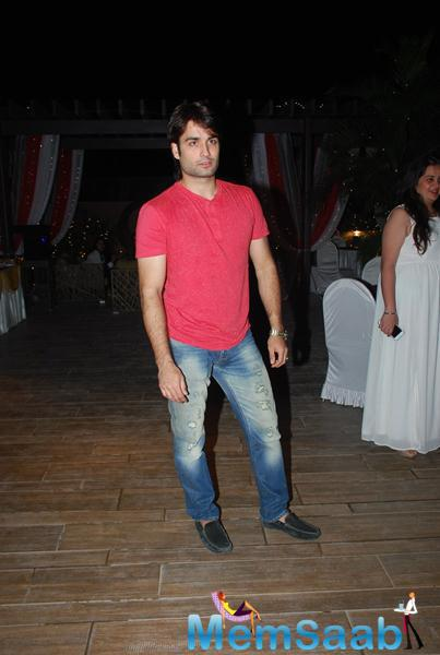 Vivian Dsena Handsome Look During Karanveer Bohra House Warming Party