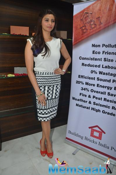Daisy Shah Glamour Look At The Launch Of Building Bricks Store
