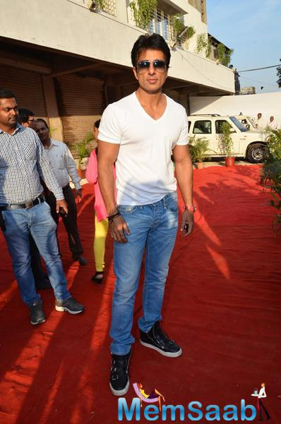 Sonu Sood Dashing Cool Pose On Red Carpet During The Launch Of Building Bricks Store