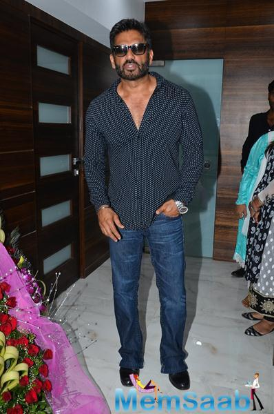 Sunil Shetty Wears Goggles Stylish Look At The Launch Of Building Bricks Store