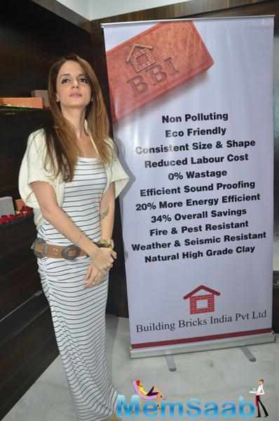 Suzanne Khan Posed During The Launch Of Building Bricks Store