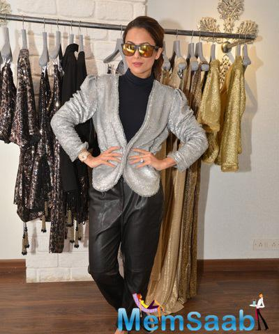 Amrita Arora Ladakh Tries The Jacket From The Collection Of Seema Khan's Collection