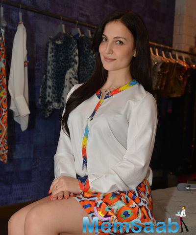 Elli Avram Tried A New Outfit At Christmas Collections Of Seema Khan