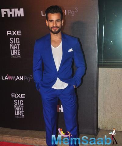 Karan Tacker Cool Pose During Axe Signature And FHM Bachelor Of The Year 2014 Awards