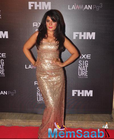 Richa Chadda Shimmery Look During Axe Signature And FHM Bachelor Of The Year 2014 Awards