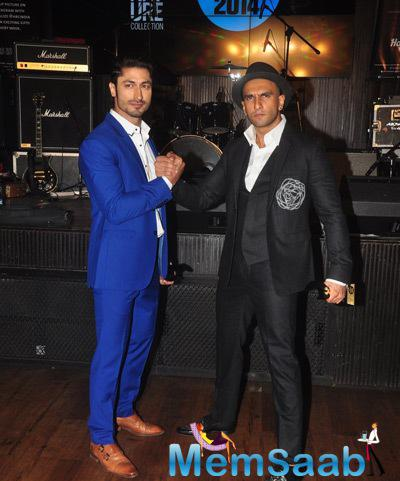 Vidyut Jamwal And Ranveer Singh Strikes A Pose At Axe Signature And FHM Bachelor Of The Year 2014 Awards