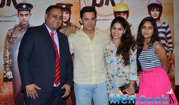 Aamir Khan And Other Celebs Strike A Pose For Shutterbugs At Contest Winners Meet