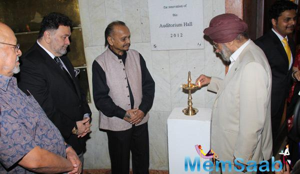 Rishi Kapoor Inaugurates Colour Full Crossing Art Exhibition