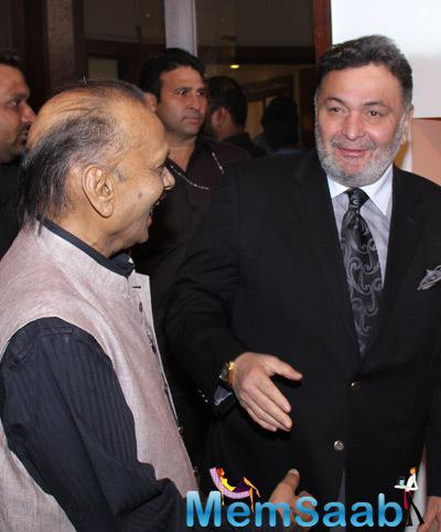 Rishi Kapoor Spotted At Colourful Crossings Exhibition Of Deepak Shinde