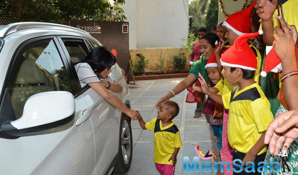 Shriya Saran Saying Bye To Kids While She Leaves The NGO
