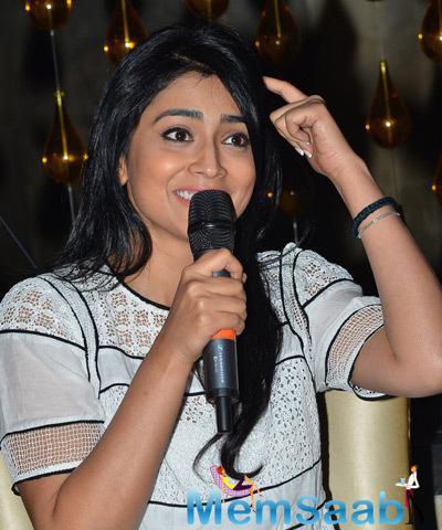 Shriya Saran Spoke Few Words At Radio Station CSR Campaign
