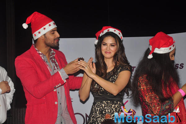 Tanuj Virwani And Sunny Leone Eating Cake On The Occasion Of Christmas
