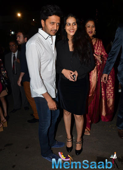 Riteish Deshmukh Posed With Wife Genelia D'Souza During Midnight Xmas Celebration