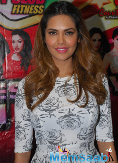 Esha Gupta Looked Cute At The Press Meet For Her Performance At CCIL