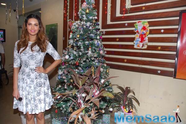 Esha Gupta Strike A Pose With A Christmas Tree During The Press Meet For New Year Performace Eve