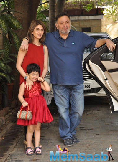Rishi Kapoor Strike A Pose With Daughter Riddhima Kapoor And Grand Daughter