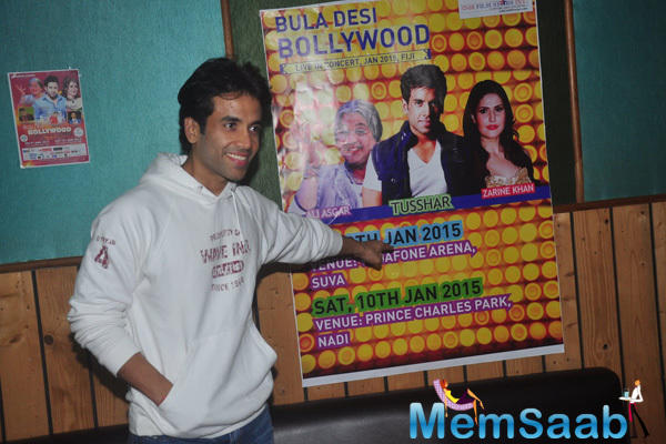 Tusshar Kapoor Strike A Pose For Shutterbugs At Bula Desi Bollywood Part Of Bollywood Live