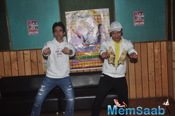 Tusshar Kapoor At Trial Performance Of A Play For Bula Desi Bollywood Show