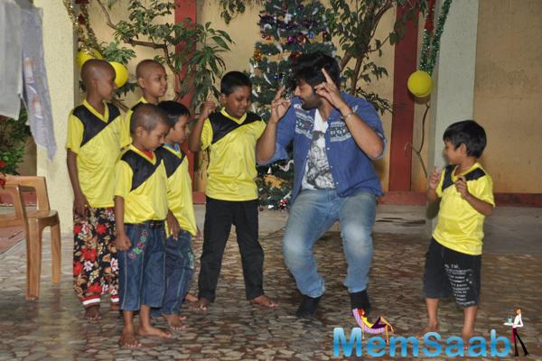 Ali Fazal Bollywood Actor Ali Fazal Celebrated Christmas With NGO Kids