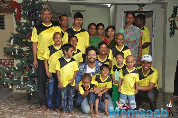 Ali Fazal Gave A Pose With NGO Kids