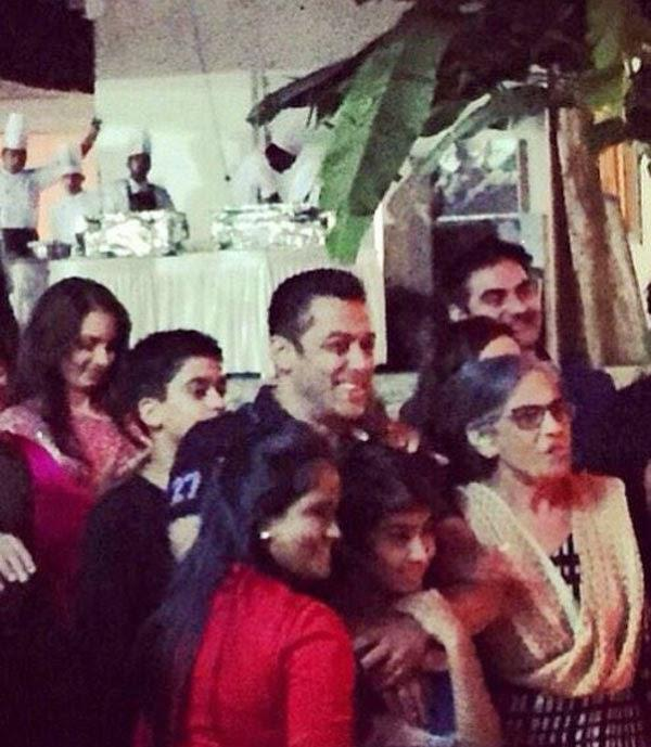 Salman Khan Picture With His Family At His Birthday Bash