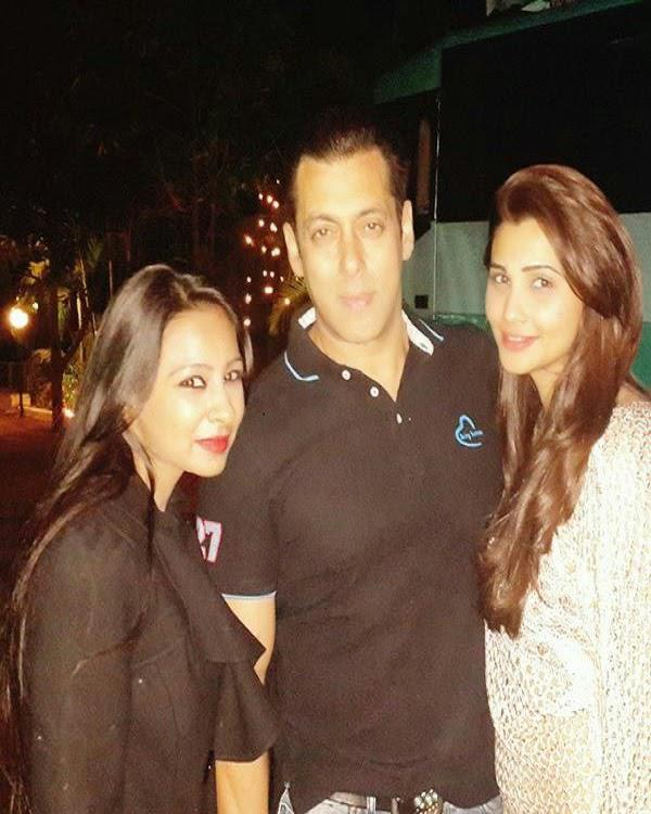 Salman Khan Pose With Actress Daisy Shah At Birthday Bash