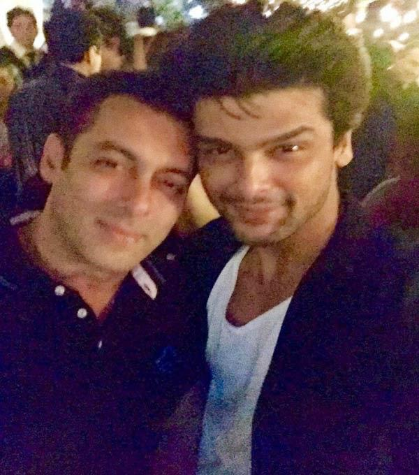 Salman Pose With Kushal At His 49th Grand Birthday Bash