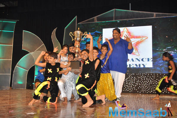 Ganesh Acharya Shaking Legs With Kids For Bollywood Numbers At Star Night 2014