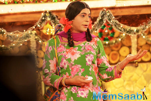 Sunil Grover Akka Gutthi Entertains The Crowd On The Sets Of Bigg Boss
