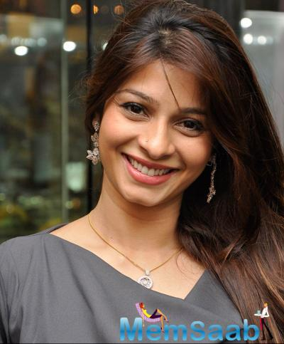 Tanishaa Mukerji Cute Smiling Look At Omega Sun Down Session