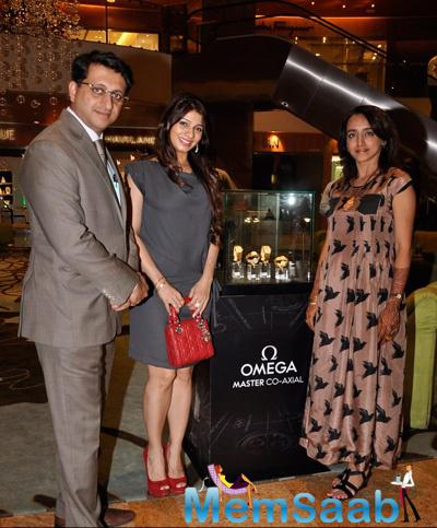 Tanishaa Mukerji Pose For Camera At Popley Group Displayed The Celestial Collection
