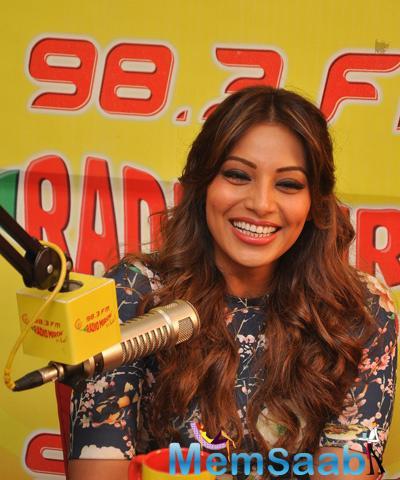 Bipasha Basu Interacting With Listeners Of Radio Mirchi During Promotion Of Alone