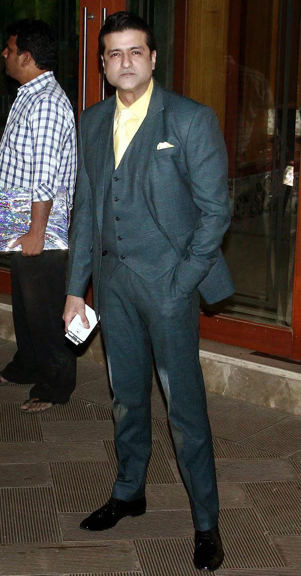 Arman Kohli Dashing Pose At Sanjay Dutt Residence