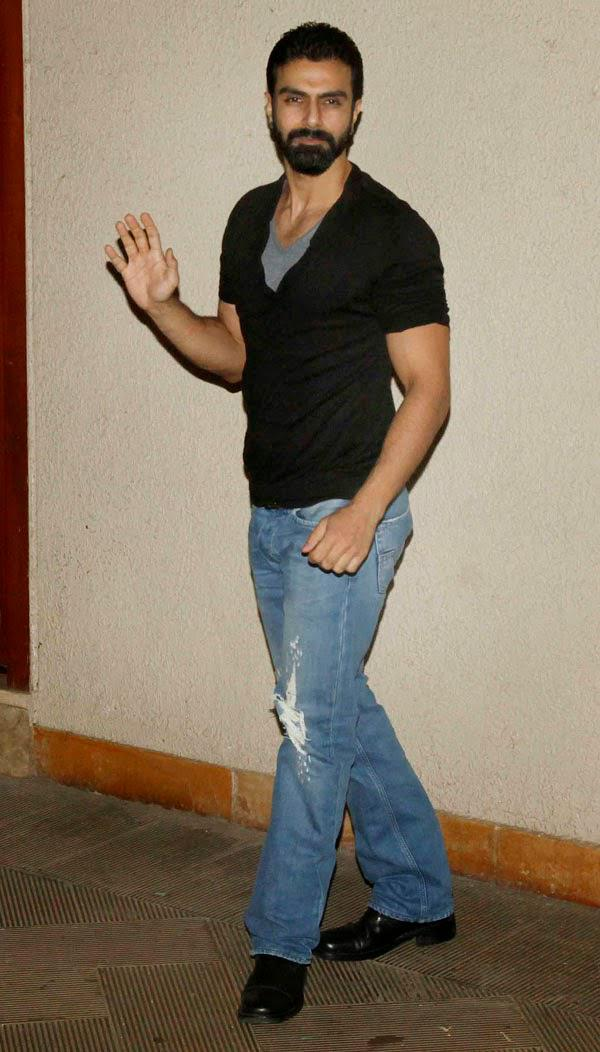 Ashmit Patel Waves Hand Towards The Photographer At Sanjay Dutt Residence