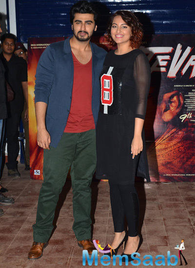 Arjun Kapoor And Sonakshi Sinha Visited The IIT College Fest In Powai