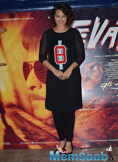 Sonakshi Sinha Strike A Pose For Shutterbugs At Promotional Event Of Tevar