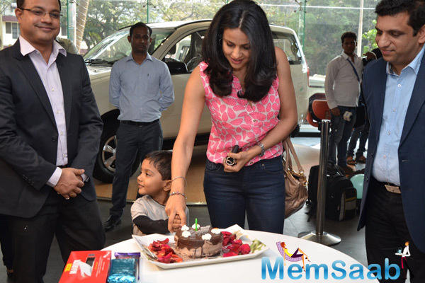 Gul Panag Cutting Her Birthday Cake With Her Husband And Team Members