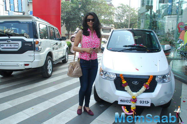 Gul Panag Strike A Pose For Shutterbugs During The Launch Of Mahindra Reva E20 An Electric Vehicle