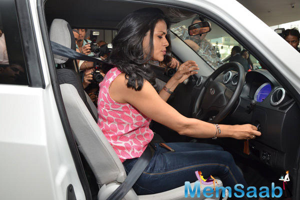 Gul Panag Tried A Test Drive An Electric Car Reva E20 On Her Birthday