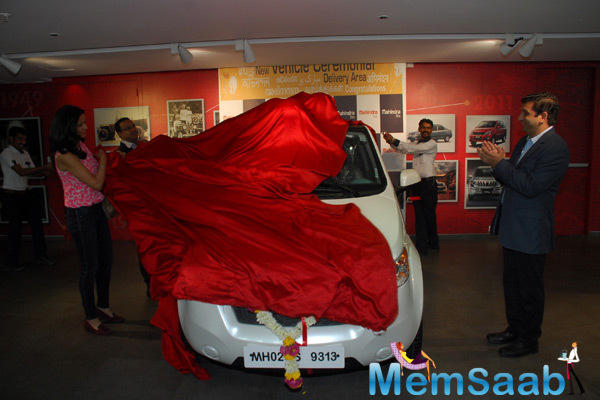Gul Panag Unveil The Electric Car Reva E20 On Her Birthday