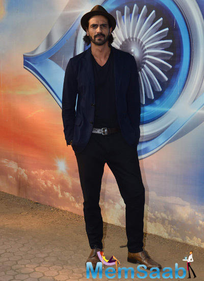 Handsome Arjun Rampal Promote Roy On Bigg Boss 8 Finale Ka Twist