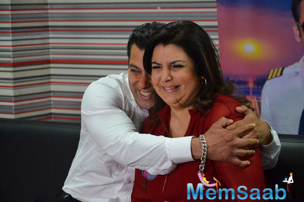 Salman Khan And Farah Khan Cracking Jokes On The Sets Of Bigg Boss 8 Finale Ka Twist